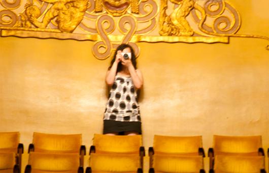 La studentessa del Master Consuelo Scopelliti presso il cinema storico Odeon di Firenze